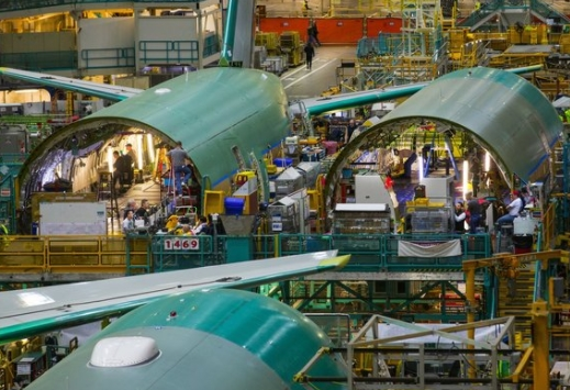 Boeing, Reversing Tide of Cuts, Rushes to Bring Back Retirees As Temps