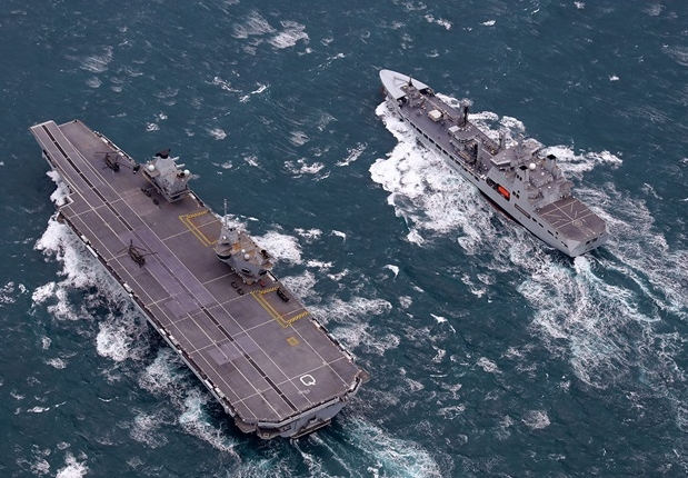Double First as HMS Queen Elizabeth and RFA Tidespring Meet Up at Sea