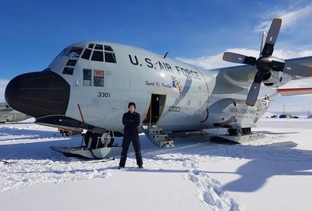 NZDF Aircraft Technicians Work on 'Skibirds' in Antarctica