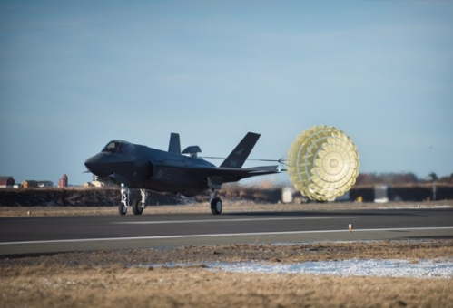 Successful F-35 Drag Chute Test in Norway